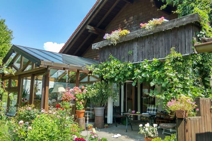 Zimmer im Haus in wunderschöner Lage