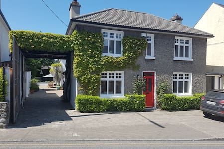Beautiful City Centre 3 bed property with Parking. - Kilkenny