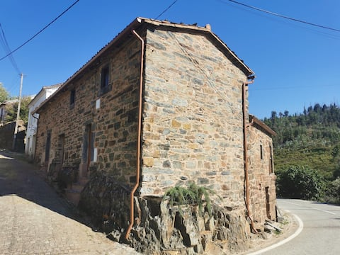 Casa do Linho 400 year old country cottage