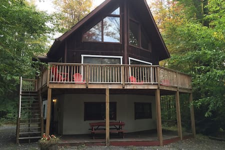 Spacious Chalet With Firepit - Blakeslee - House