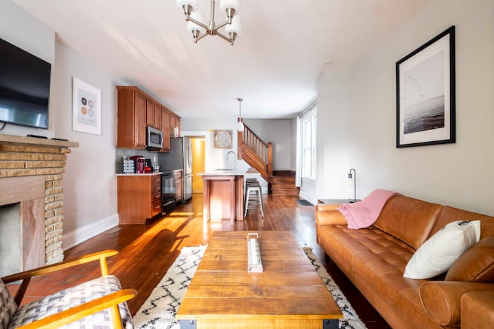 Beautiful & Large 5 Bed/2 Bath-Great For Families