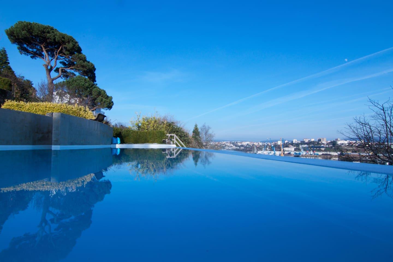 Apartamento con piscina y vistas a Ría de Ferrol.