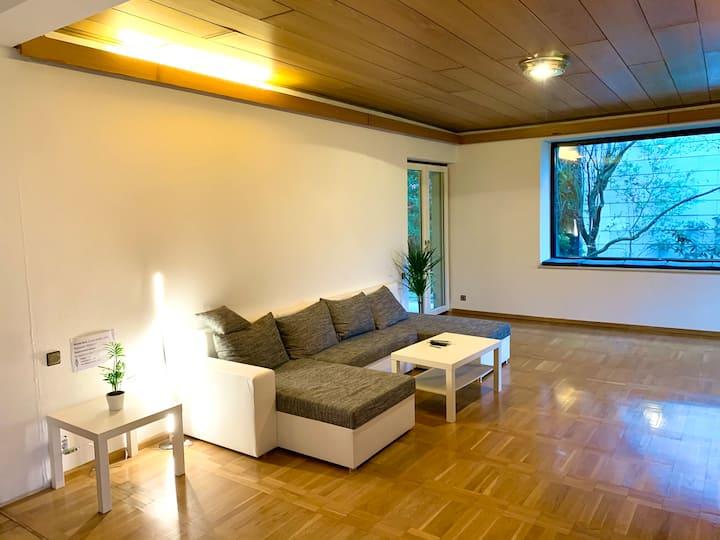 Helles Zimmer in ruhiger & zentraler Lage