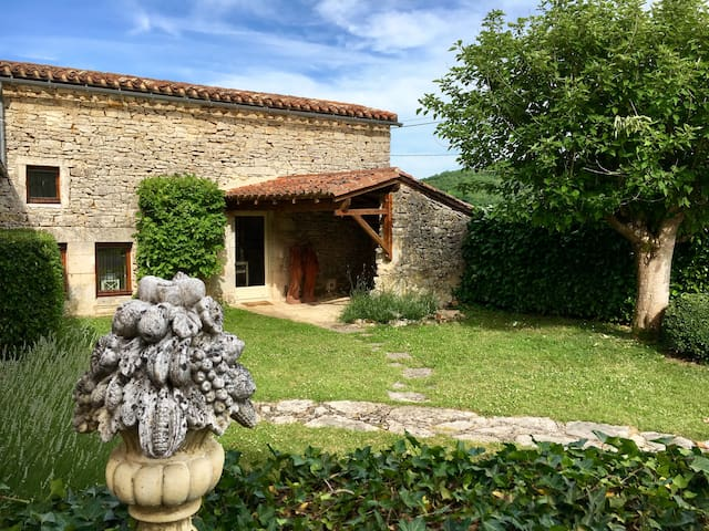 Petite maison romantique en Périgord (fr, eng, de)