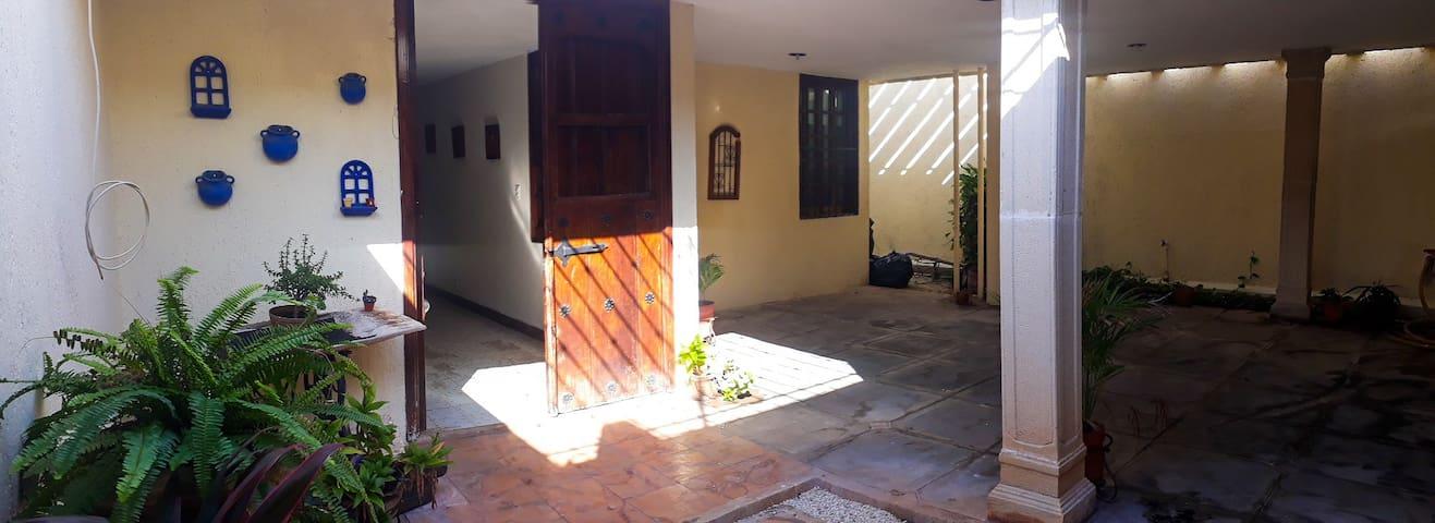Casa completa con piscina y 2 terrazas..