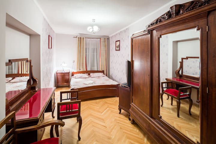 Two bedrooms on Square Rynok on Virmenska25 Street