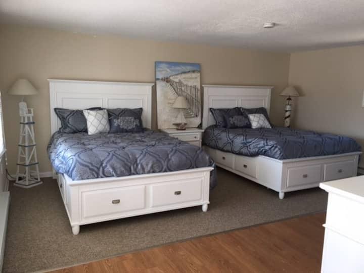 NEW! Shore Road Inn Room 3 - Non-Pet Room