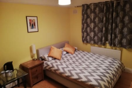 One-bedroom. Thomastown centre.