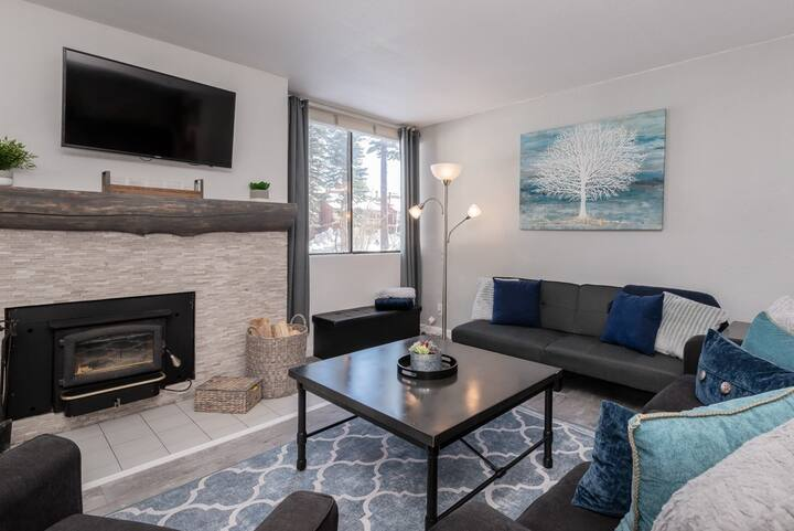 Exceptional Condo with a shared hot tub; short walk to Village