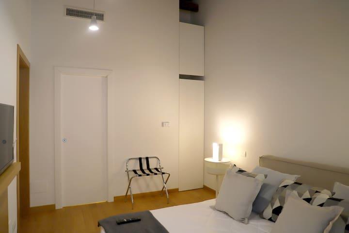 camera al primo piano (Room 1)