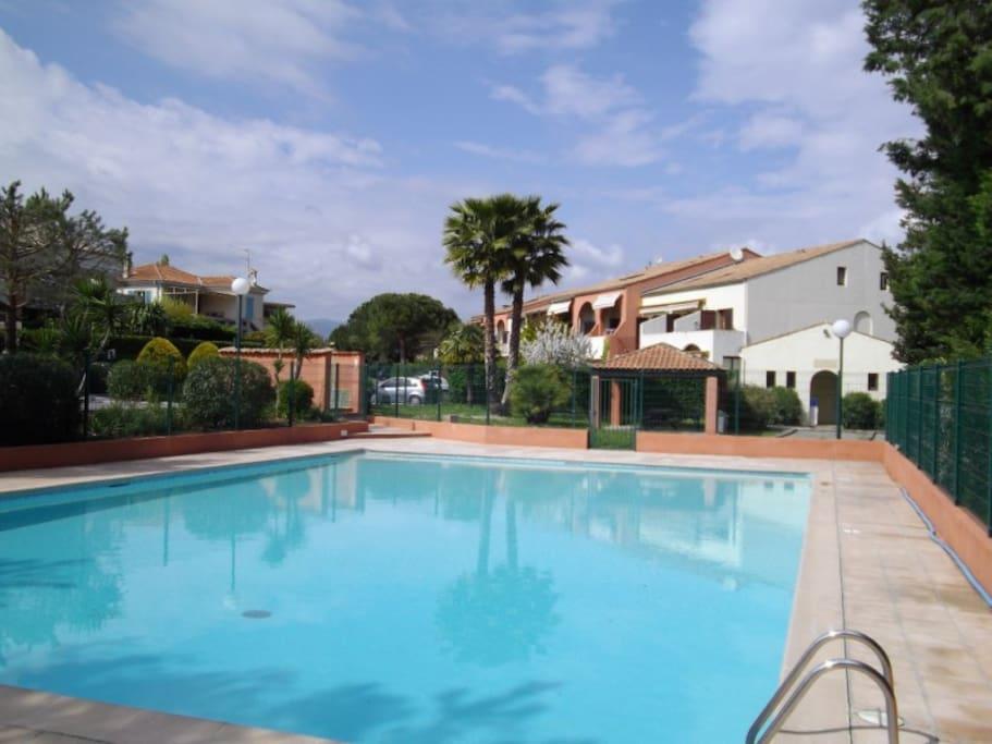 Duplex proche de la mer park terrasse piscine for Piscine villeneuve loubet