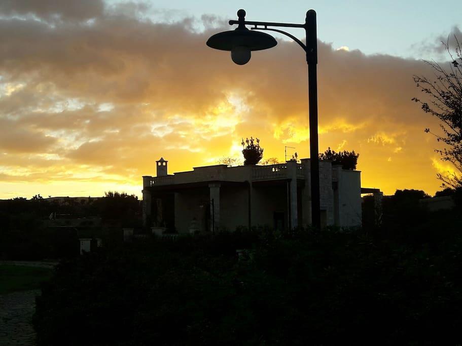 Villa PUGLIESE avvolta dal tramonto