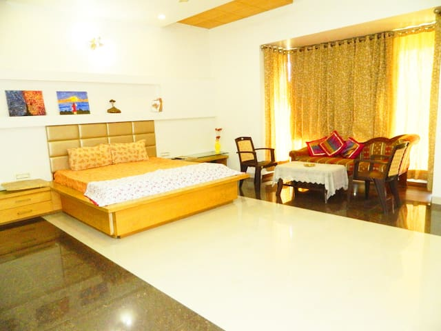 Serenity Bangla- Luxurious Room Amidst Lush Garden