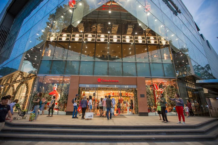 The Tresor is in city center, closes to most of popular tourist spotsighseeing places within few minutes by taxi - Takashimaya, Vincom Center, Saigon Square shopping center ...