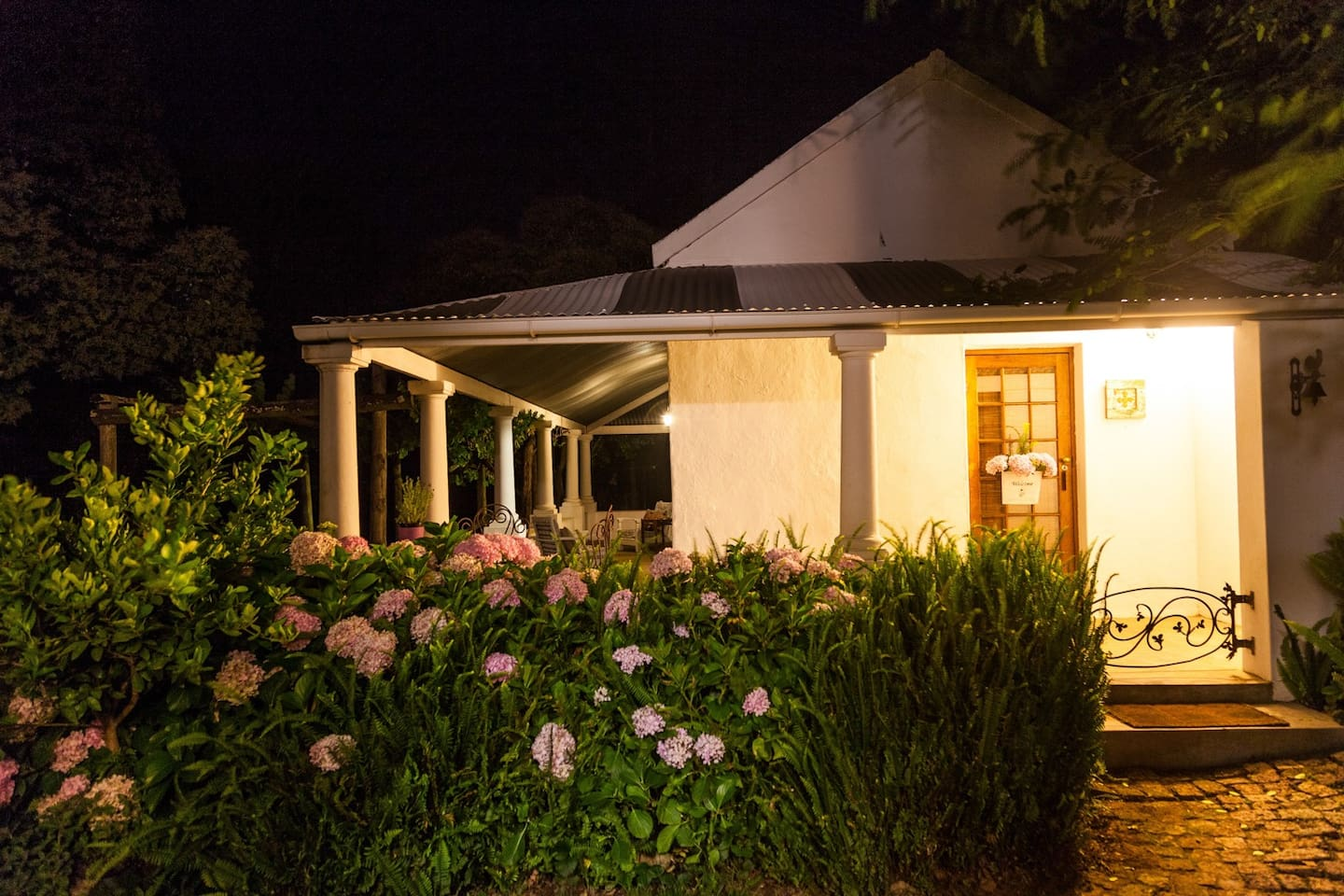 Caledon Grace Garden Cottage on a historic farm. - Guesthouses for ...