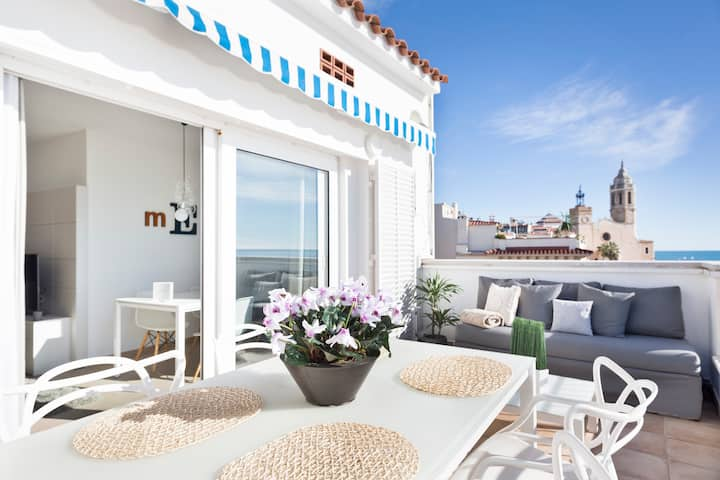 Beachfront 2 bedrooms Penthouse with terrace