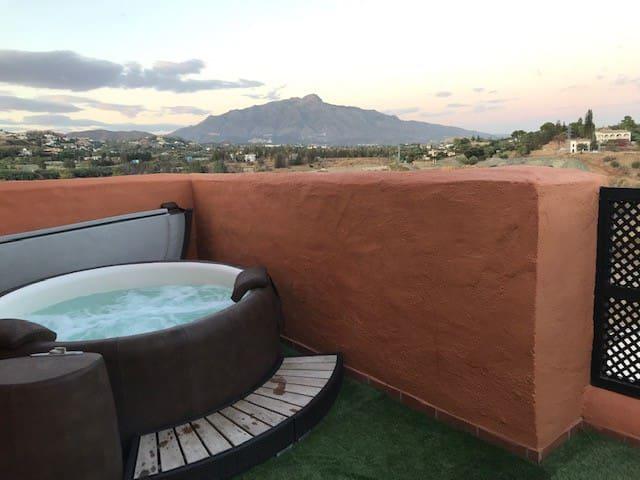 Superbe chambre avec terrasse privée NO JACCUZZI
