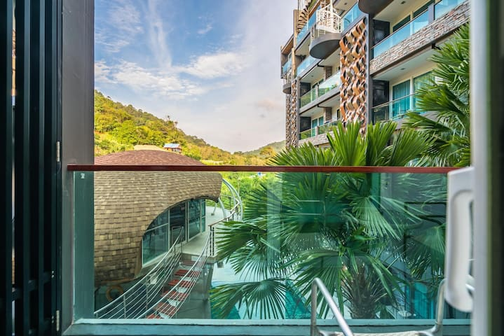 ET414 - Charming pool view studio, pool and gym in Patong