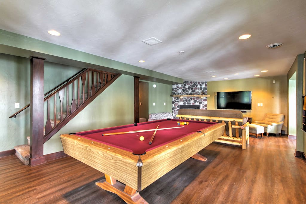 Fantastic amenities are sure to keep happy and entertained, including a pool table, dartboard, boat dock, outdoor fire pit and so much more!