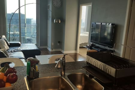 Luxury condo in the heart of downtown North York!! - Toronto - Lakás