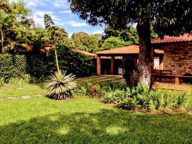 Casa Amarela Orla da Lagoa - Localização perfeita