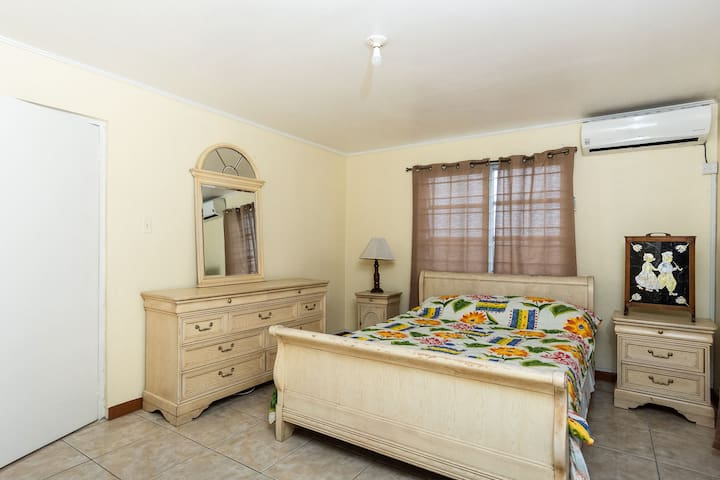 Centrally located New Kingston apartment