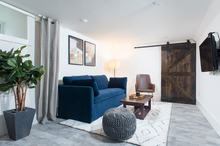 Renovated Suite: Private Guest Room Close to Train