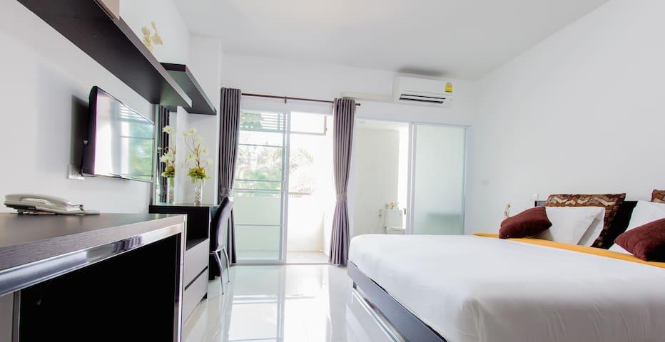 Comfy Master bedroom - Tambon Kho Hong - Apartmen