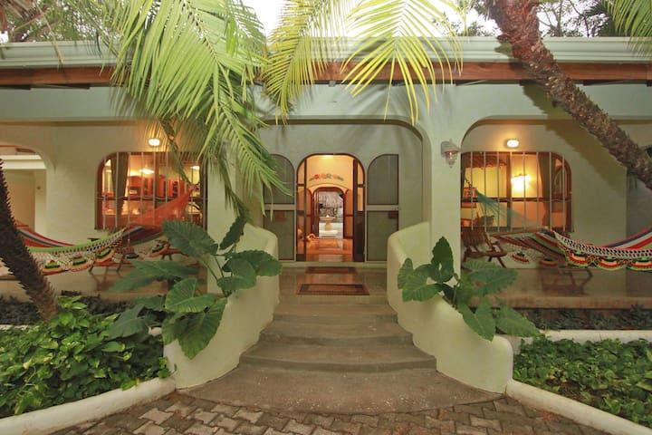 Casa de las Olas (House of the Waves) - Tamarindo - Casa