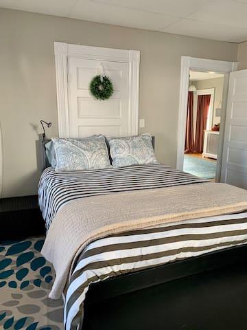 Front bedroom-queen bed, 45 in flat screen TV, small desk