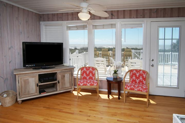 The SI SIESTA is a DOG-FRIENDLY oceanfront North Myrtle Beach home.