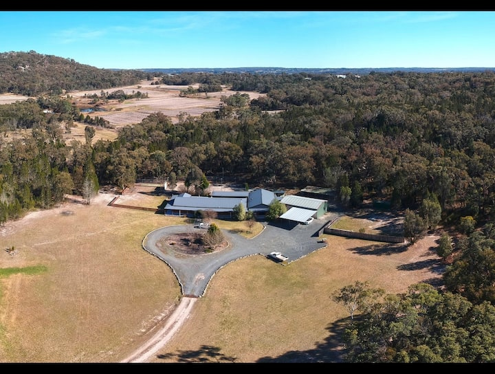 Stanthorpe Country Resort - house for large groups