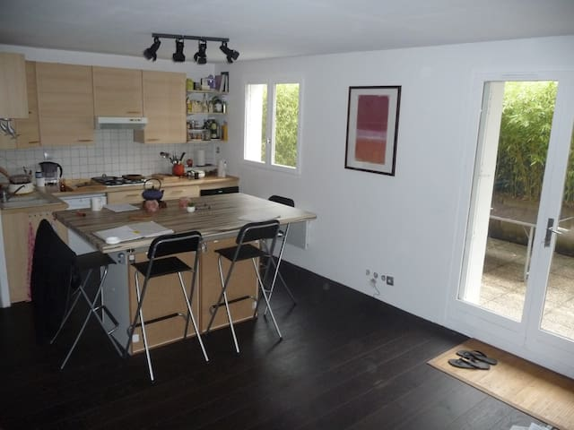 Room to rent in appartment with terrasse