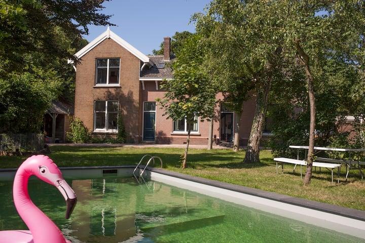 Herenhuis met zwembad, dichtbij Amsterdam