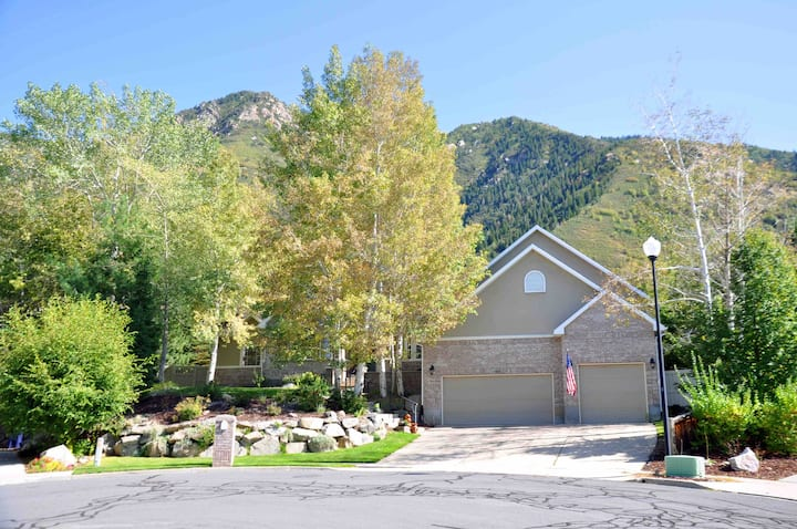 Spacious Mountain Retreat 15 min Alta & Snowbird