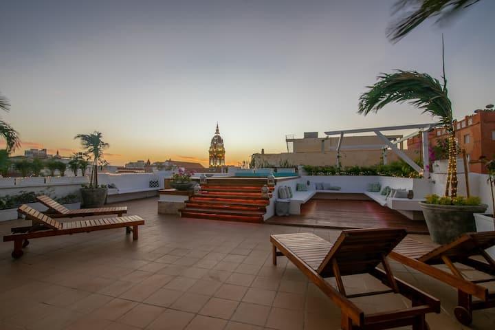 *12 Bd villa w/insane views rooftop pool old city