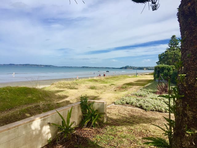 Absolute Beachfront 2 bdrm Unit - Orewa - Andre