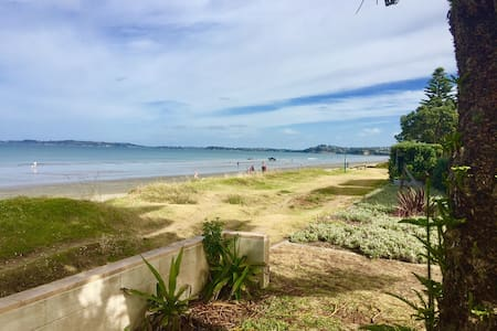 Absolute Beachfront 2 bdrm Unit - Orewa