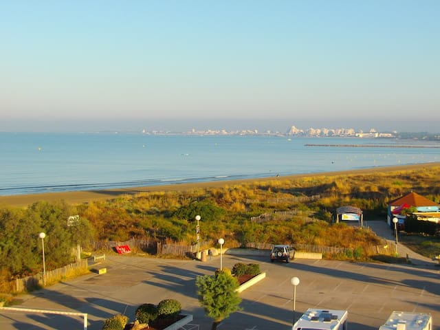 AS18656 - Large studio with sea view, direct to beach with private parking