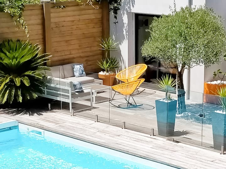 maison moderne piscine chauffée proche plage