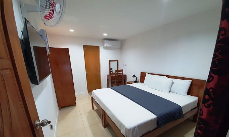 #4 Apartelle 1x Queen Bed (En-Suite) + Large Patio