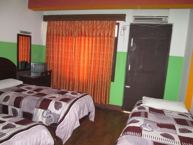 Triple Bed with AC and Non AC / Breakfast - Katmandú - Bed & Breakfast