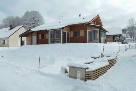 chambres d chalet/bois skieur/fond - Morbier - Chatka w górach
