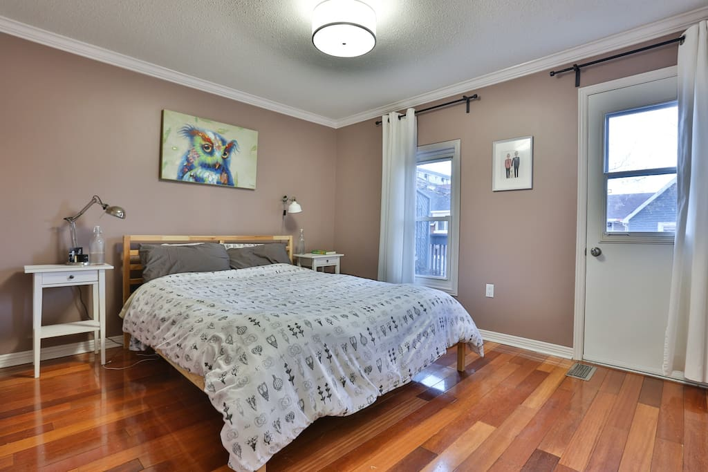 A clean and comfortable room for your stay in Ottawa - queen bed