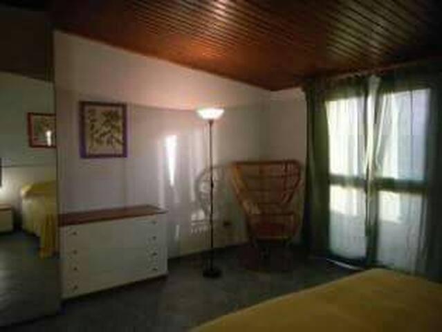 Appartamento al 2 piano con terrazzino privato
