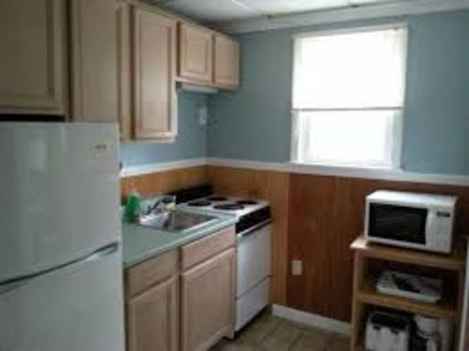 A full kitchen on Block is rare. This fully applianced kitchen has a full-size refrigerator, a microwave, and an oven.