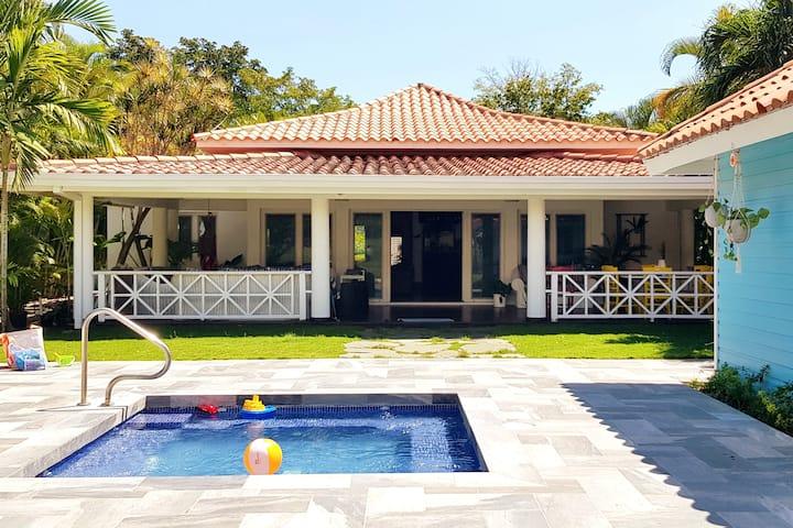 Villa Tropical en Metro Country Club