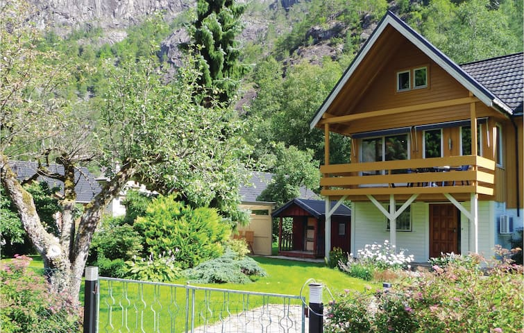 Semi-Detached with 3 bedrooms on 100 m² in Fjæra