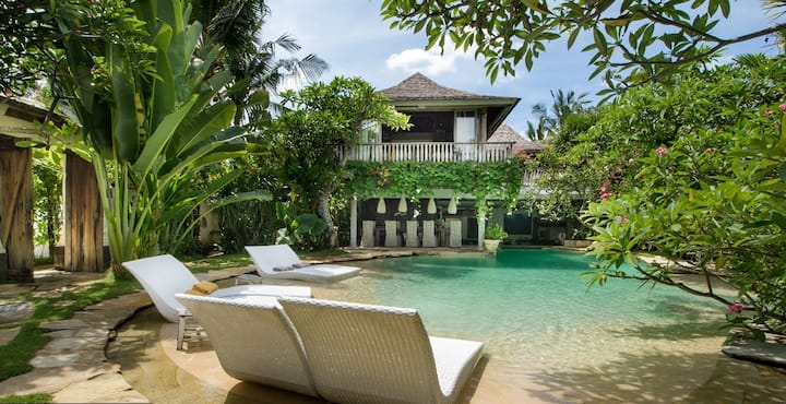 90%OFF- UNIQUE VINTAGE VILLA AT SEMINYAK BEACH