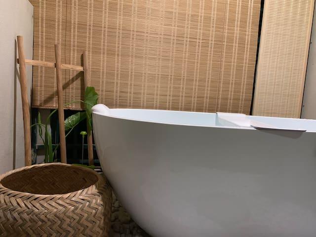 日式单人浴缸